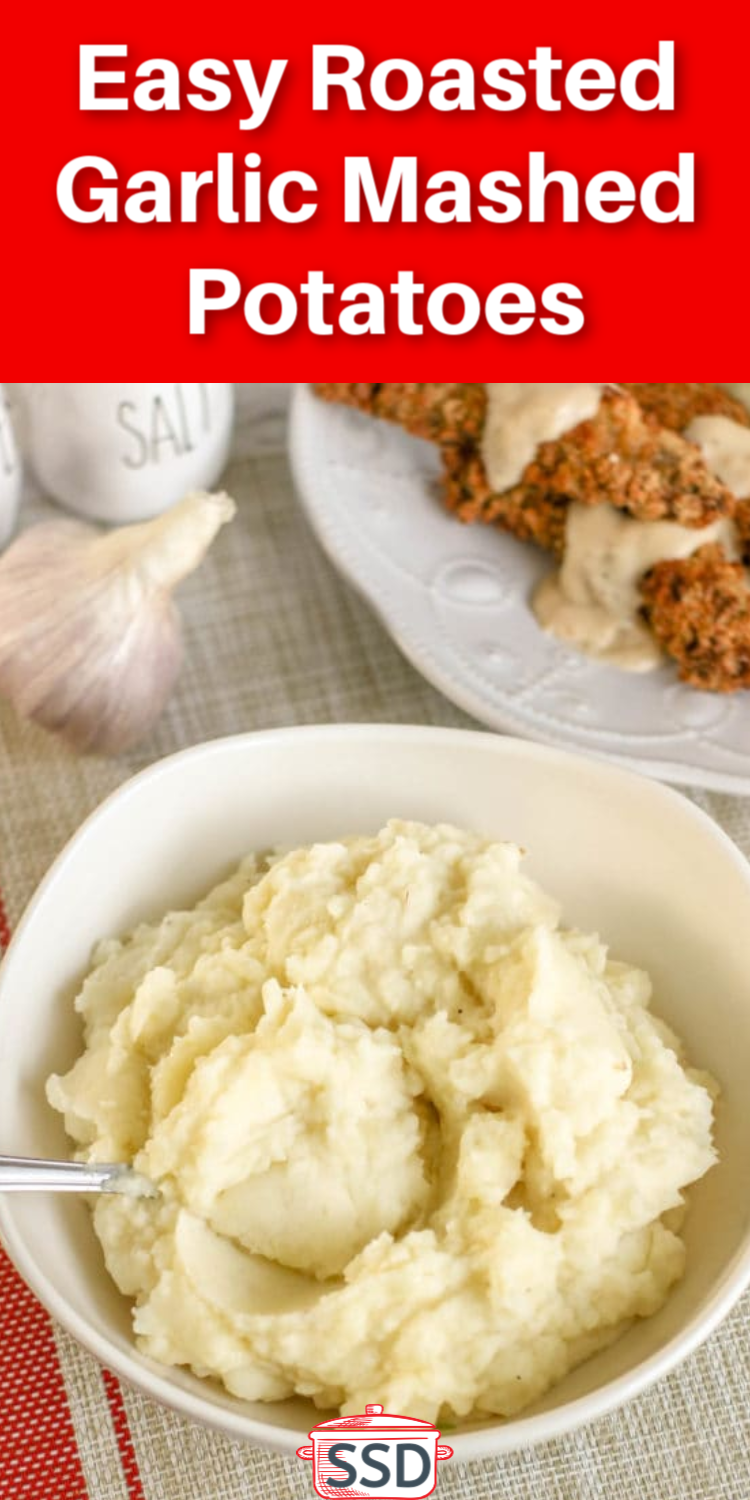 Mashed potatoes are the center of any comfort meal - here is a delicious and easy roasted garlic mashed potatoes recipe that your family and friends will love #mashedpotatoes #thanksgiving #sidedish via @simplysidedishes89